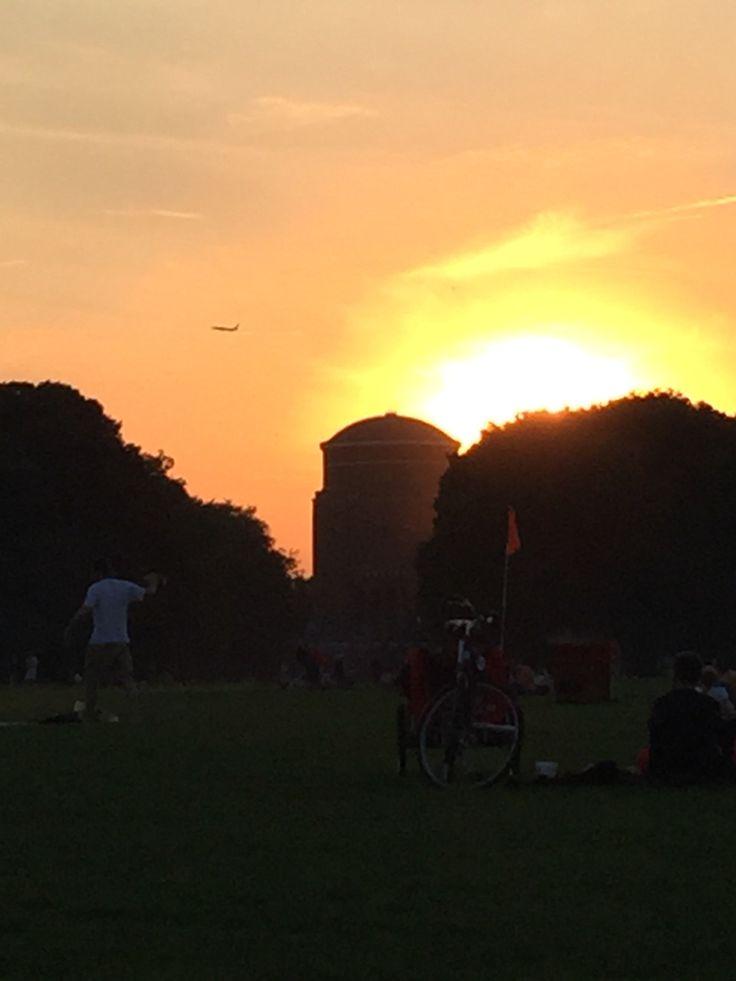 Sonnenuntergang im Stadtpark Hamburg. #Planetarium