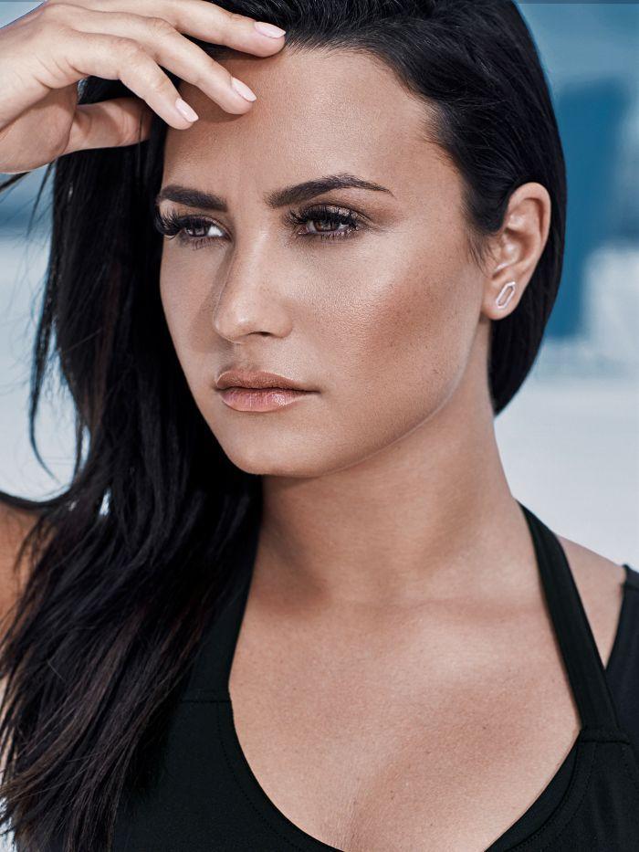 Thanks for Solving This Major Legging Pet Peeve, Demi Lovato via @WhoWhatWear