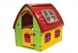Mit den neuen Spielhäusern von Smoby Toys haben die Kinder auch draußen einen Dach über den Kopf. So haben die Kids ihr eigenes kleines Reich im Garten. Der Innenraum des Spielhaus Floralie wurde realitätsnah und detailreich gestaltet.