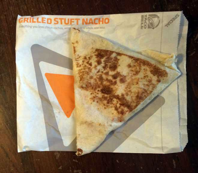 Hilarious review of Taco Bell's new grilled Stuft nacho...