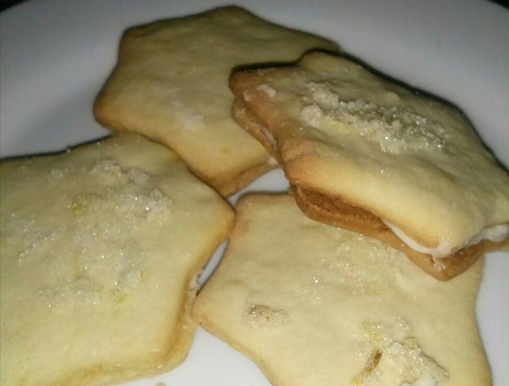 Lemon sandwich cookies yum!  http://m.canadianliving.com/#!/blog-food/lemon-sandwich-cookies/1a362c6e494738595c64f62099c89a4e