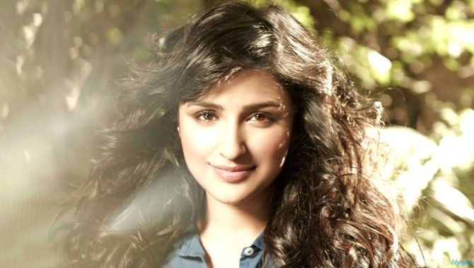 """A fan asked Parineeti if she has any plans of working with Salman in future, to which the actress replied, """"it would be an honour to work with him :)."""" There have been reports of #Parineetichopra being considered for Salman starrer 'Sultan'.   http://laysalaysa.com/parineeti-chopra-says-it-will-be-an-honour-to-work-with-salman-khan/"""