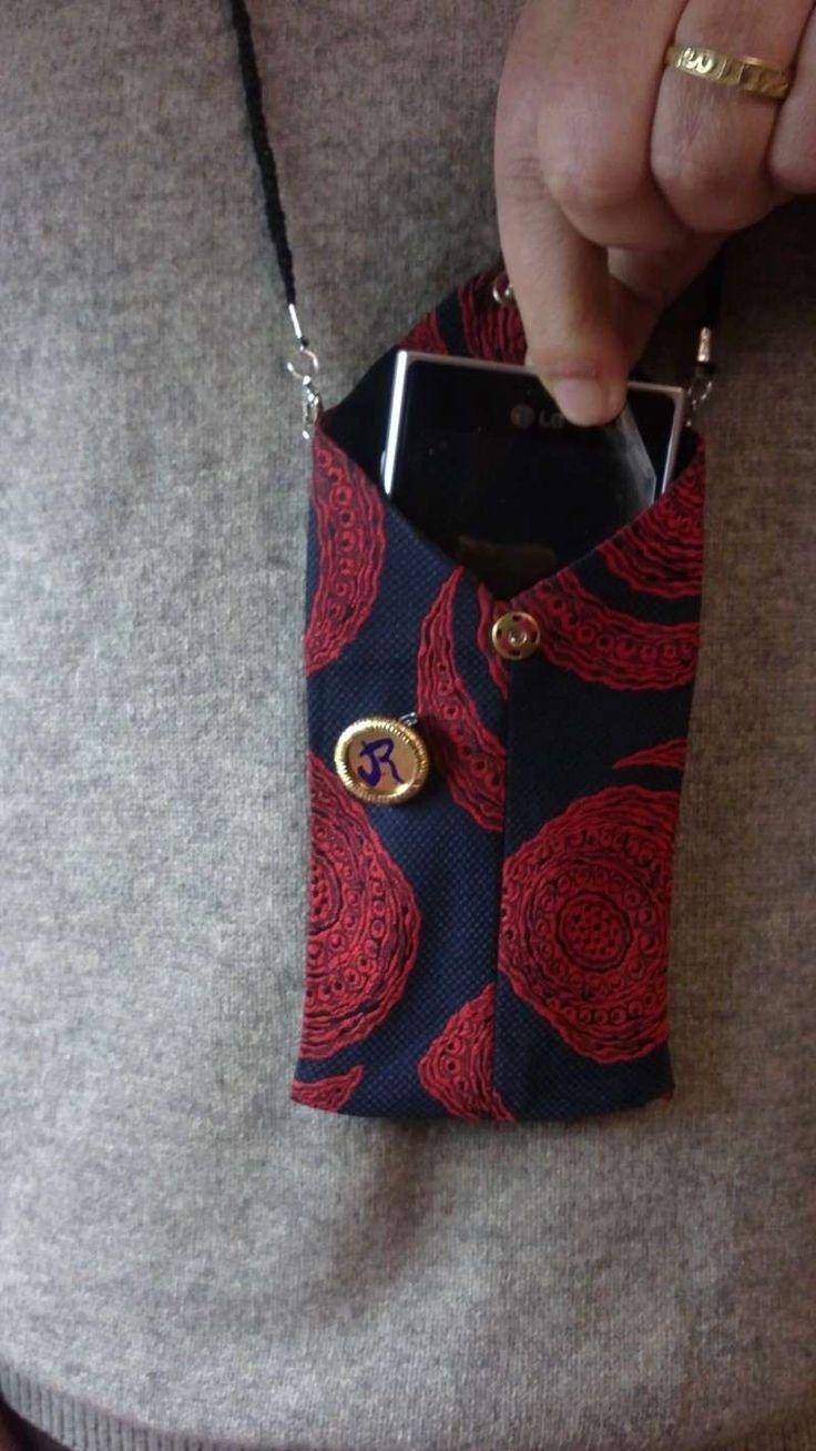 Riciclo creativo con le cravatte - Porta cellulare fai da te