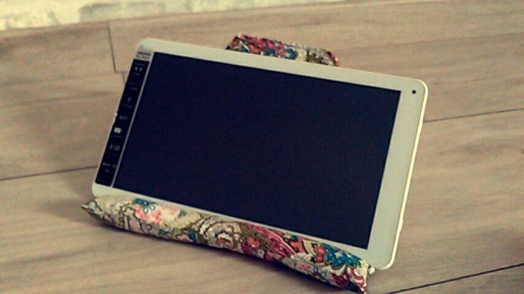 Support pour tablette - www.monbookcouture.canalblog.com