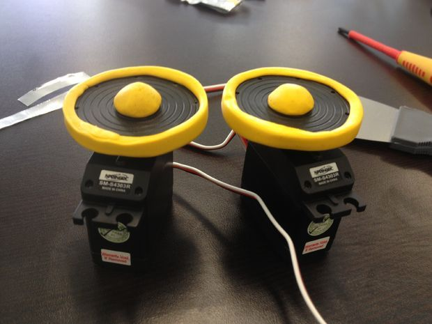 Simple robot wheels with servos