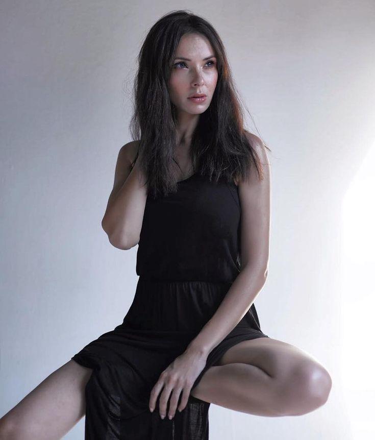 Amina Khalil Egyptian Actress Middle East Women Egyptian Actress Women Camisole Top
