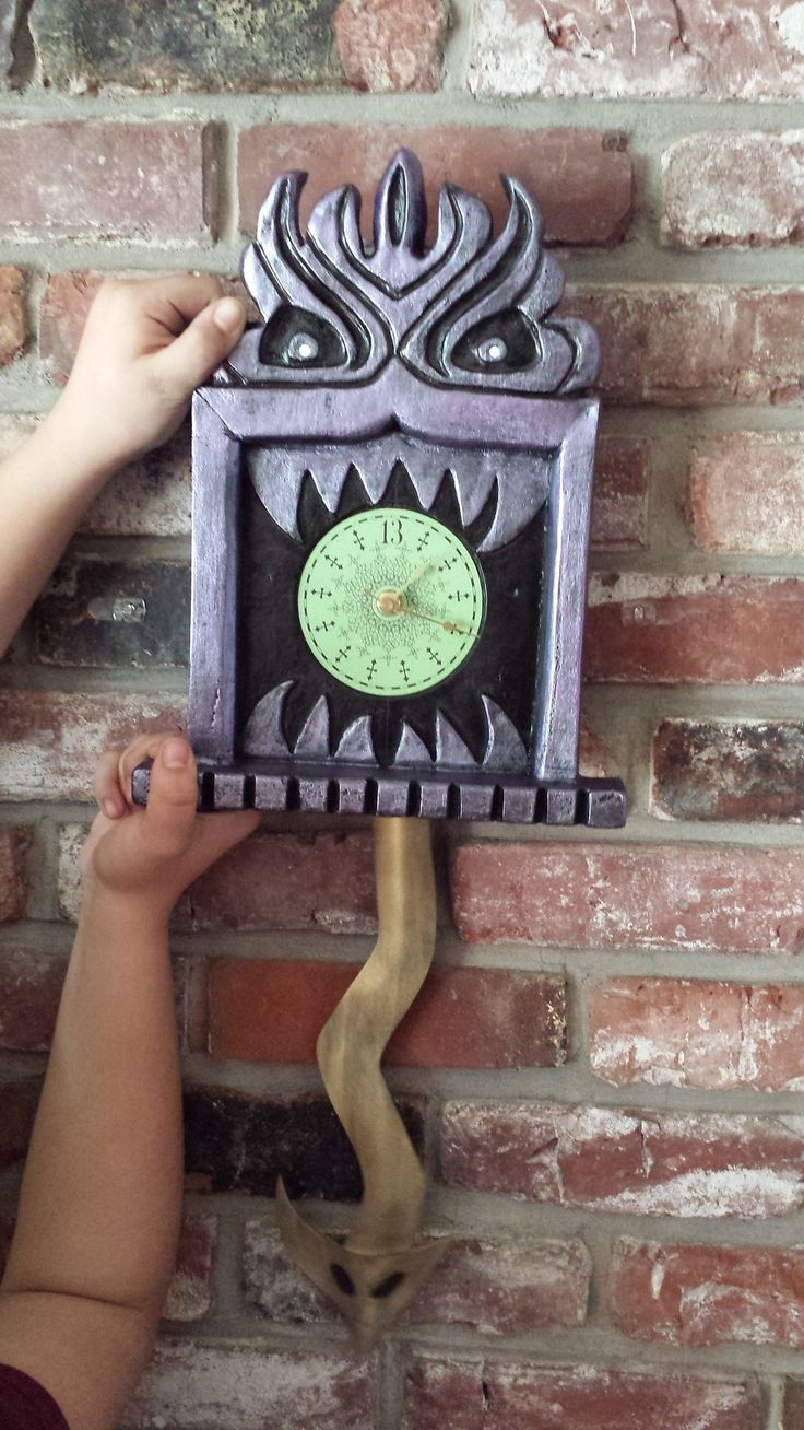 Prop Showcase: Haunted Mansion 13 Hour Wall Clock