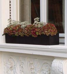 Design Balkonkästen aus Fiberstone, Eternit und in Beton Optik schmücken Fensterbrett und Balkongeländer