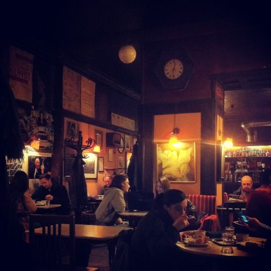 Café Hawelka w Wien, Wien 夜しか出されない焼きたてスイーツ(ブフテルン)ふんわりもっちり生地にプラムのジャム