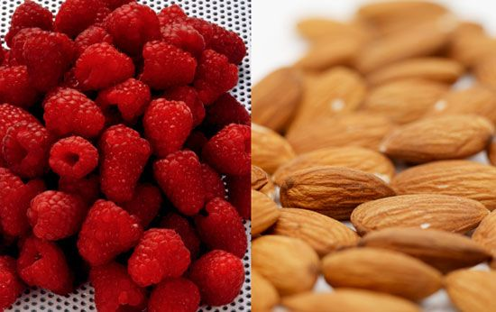 Food combos with 10 grams of fiber. Fiber is very helpful for trying to clean out your system, losing weight, decreasing bloating, and satisfying hunger. Foods high in fiber: Pears, Banana's, Raspberries, Oatmeal, Avocadoes, Apples, Quinoa, Kidney beans... etc.
