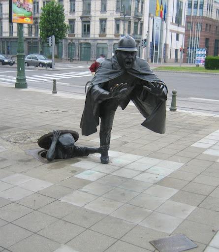 vous trouverez cette statue à la place Sainctelette de Bruxelles