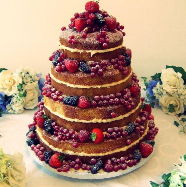 Acho que é assim.  Mirtilo , morango e groselha (=/)  Bolo 'naked cake', sem cobertura de pasta americana ou fondant