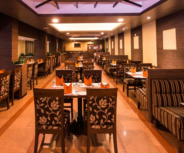 Caravela, a stylish multi-cuisine restaurant located at First Floor offers 24/7 service to resident and walkin guests. The restaurant showcases a range of distinctive cuisine with international and Asian fare. Featuring a variety of excellent local favourites, Caravela serves generous portions from the a la carte menu.