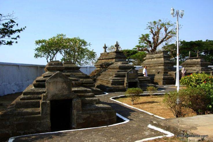 (NewPost) Bertamu ke Kompleks Makam Raja Gowa #Makassar #Wisatareligi http://goo.gl/GXAFKC