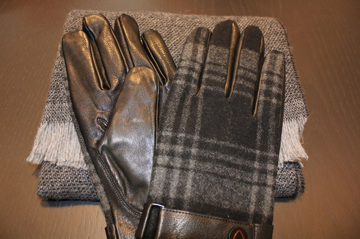Strellson gloves and scarf combo. #Strellson #StrellsonFTWinter #holidays #giftideas #gifts4him #menswear #mensfashion #luxury #scarves #gloves #style