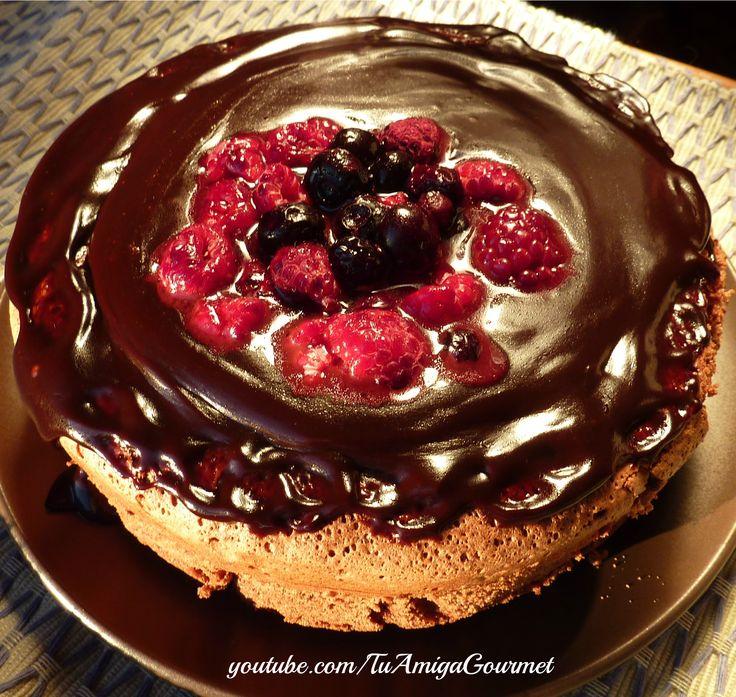 Bizcocho de Chocolate con almendras, hecho sin harinas y sin lácteos. Es alto en fibra y apto para celiacos e intolerantes a la lactosa #SinGluten #SinLeche #Chocolate