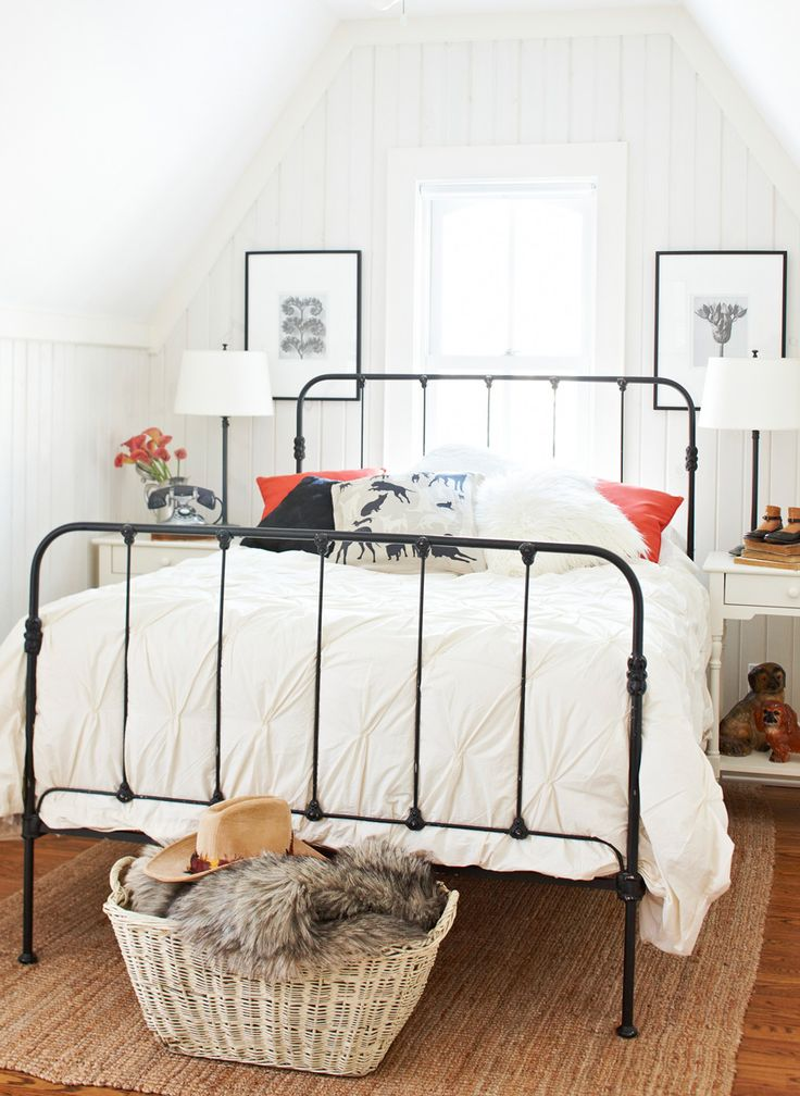 Black paint updates an old iron bed