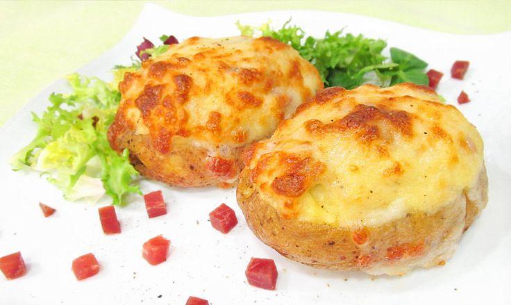 Cómo preparar unas sensacionales patatas rellenas de jamón y queso