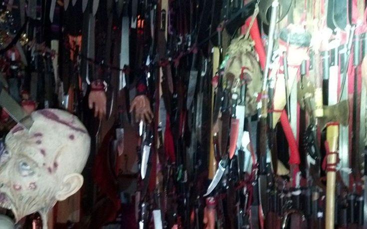 Το σπίτι του τρόμου με 3.700 μαχαίρια, σπαθιά και νεκροκεφαλές