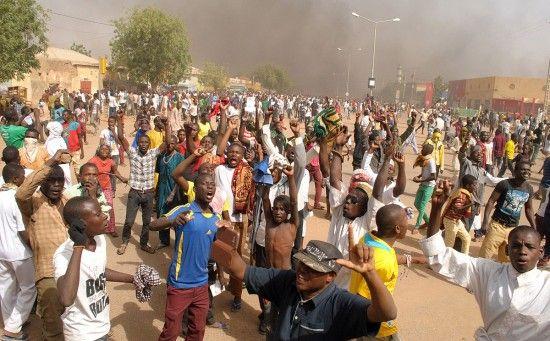 At least 3 killed in Niger capital as Protest against #Charlie_Hebdo turns violent - http://www.vishwagujarat.com/international/at-least-3-killed-in-niger-capital-as-protest-against-charlie-hebdo-turns-violent/