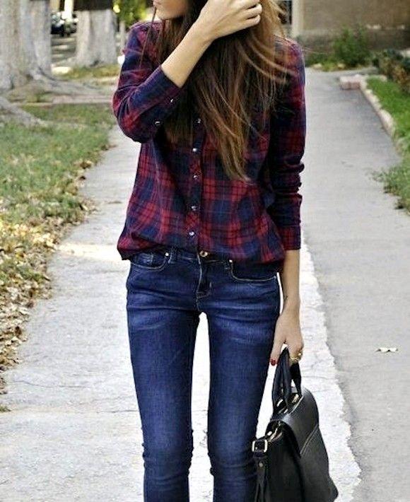 Un look simple et efficace avec une chemise boyfriend à carreaux : http://www.taaora.fr/blog/post/chemise-carreaux-rouge-bleu-jean-slim-sac-noir-idee-look