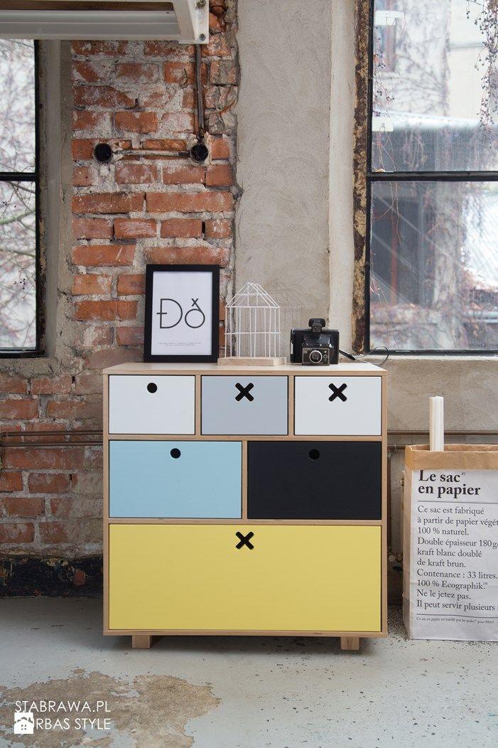 Kółko Krzyżyk, komoda wysoka kolorowa - zdjęcie od STABRAWA.PL - pozytywny design - Pokój dziecka - Styl Skandynawski - STABRAWA.PL - pozytywny design