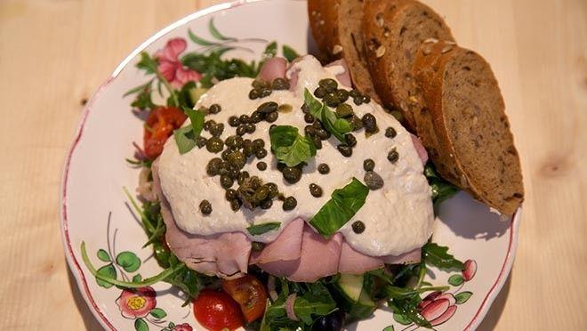 staafmixer de tonijn, het sap van de halve citroen en de halvanaise tot      een gladde tonijnmayonaise. Breng op smaak met een beetje zout en     ...
