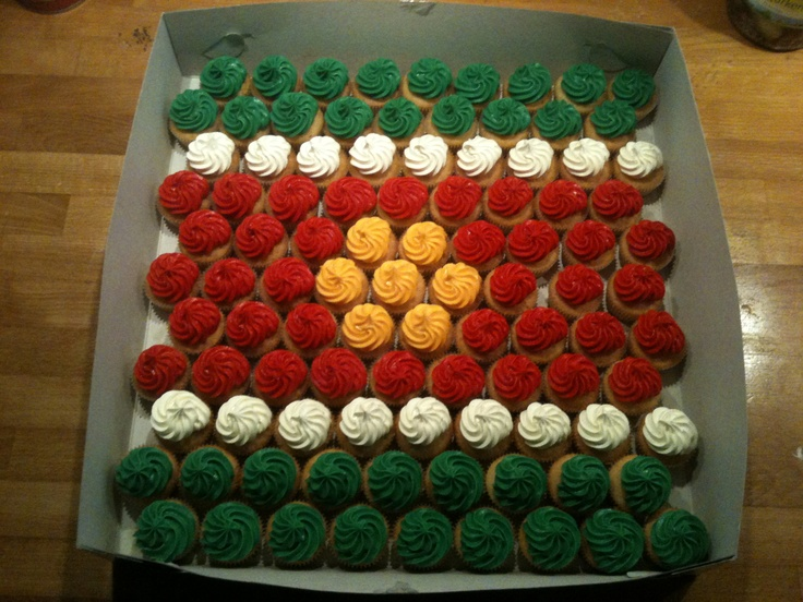 Cupcakes layed out like the flag of Surinam.