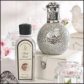 An ideal gift idea that purifies the air and fragrances the home. Designs to suit all tastes and decors.