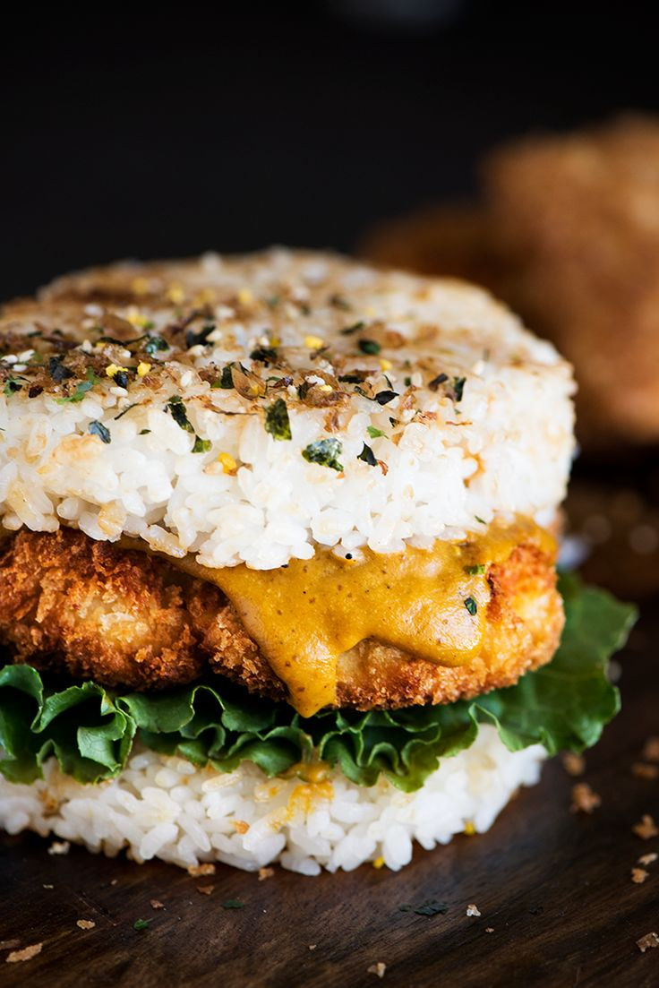épinglé par ❃❀CM❁✿Chicken Katsu Rice Burger - Crispy on the outside, juicy & moist on the inside Chicken Katsu with Japanese curry smack in between two pan seared rice patties.