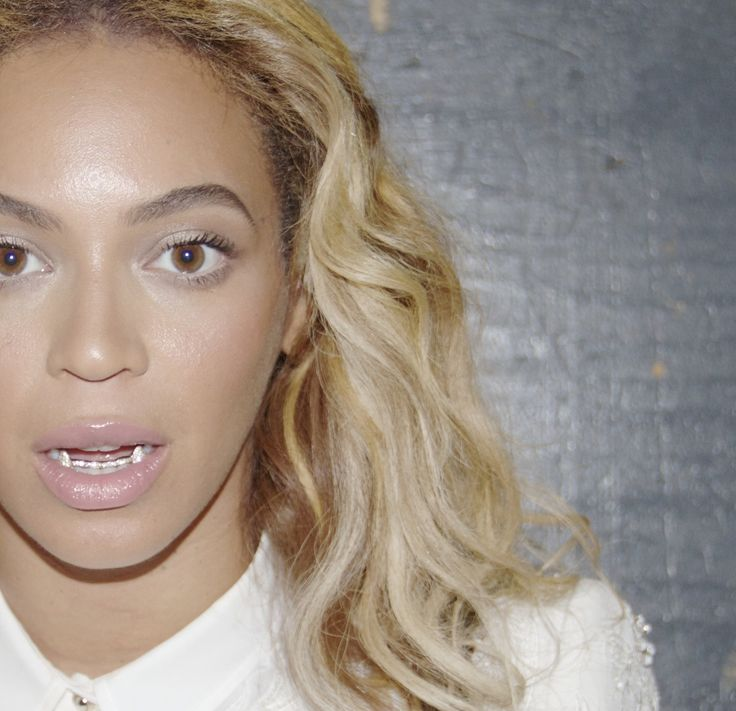 Beyoncé looking flawless even with vampire grillz....