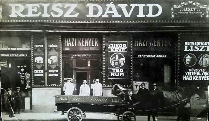 1900 körül. Klauzál tér . Rátonyi Róbert nagyszüleinek üzlete.