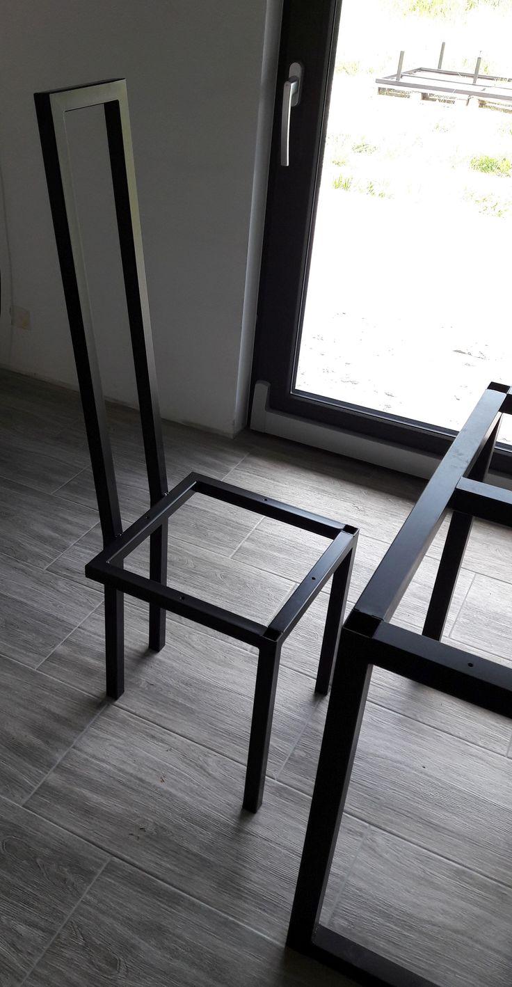 Klasyczne proporcje w nieco surowej aranżacji, kpl. 8 krzeseł do jadalni.