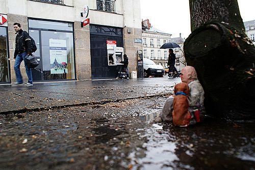 Isaac Cordal, Nantes, Fance.    Inteligencia, arte e cultura mundial. http://restreet.altervista.org/gli-schiavi-del-cemento-di-isaac-crodal/
