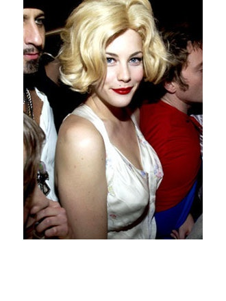 This is the first time to see her in blonde. Wow! Gorgeous. Blue eyes and red lipstick, real Monroe!