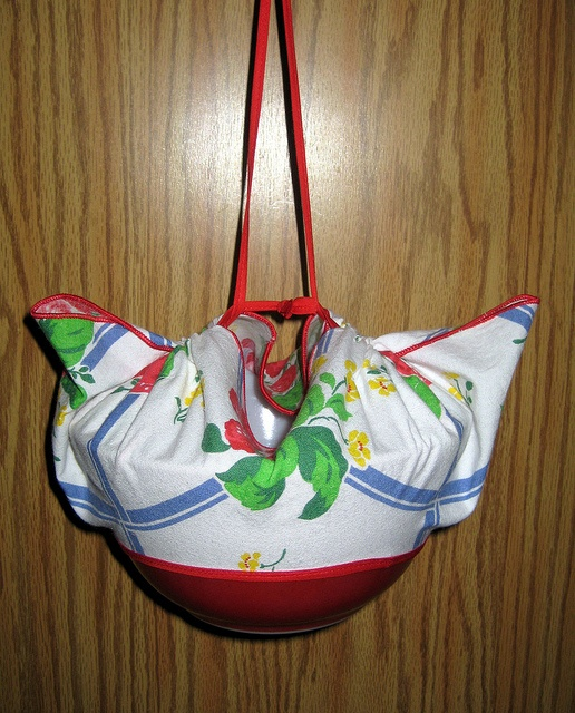 picnic bowl carrier thingy by crafty_dame, via Flickr