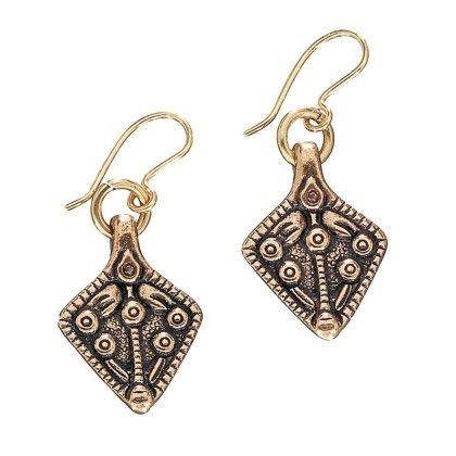 Kalevala Koru / Kalevala Jewelry / TREASURE COLLECTION EARRINGS / Aarrekääty -korvakorut / Material: bronze