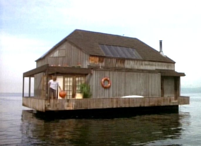floating houseAuction Block, Life, Macgyver Floating, House Hit, Floating Houseboats, House Boats, Tv History, Boats House, Houseboats Living