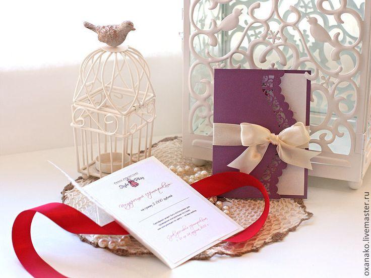 Купить или заказать Пригласительное на свадьбу в интернет-магазине на Ярмарке Мастеров. Свадебное приглашение ручной работы выполнено из дизайнерского картона. Украшено атласной лентой. Край бумаги обработан ажурным узором. Внутри приглашения размещается любой текст по вашему желанию, возможно сделать внутри кармашек и вкладыш. Полная коллекция состоит из: пригласительного, карточки рассадки гостей, бонбоньерки для сладкого подарка гостям.…