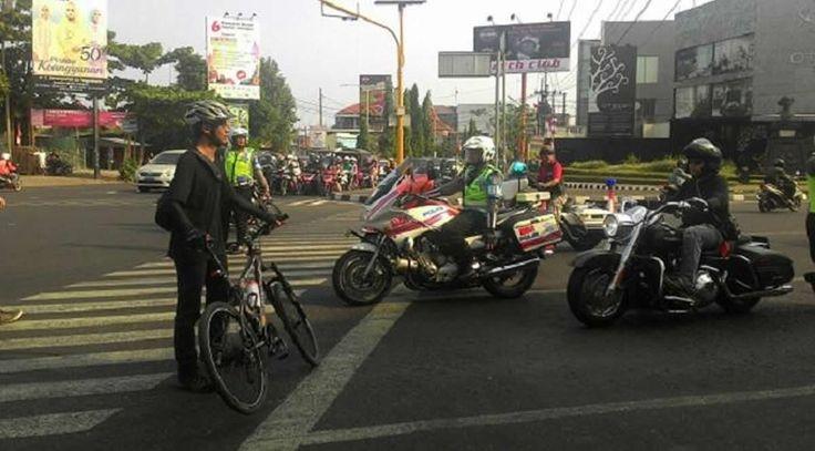 Aksi Elanto Wijoyono Hadang Ratusan Pengendara Moge Tuai Pujian