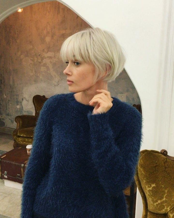 "563 likerklikk, 19 kommentarer – Mila Belova (@milabelovahair) på Instagram: ""Как я люблю стильные короткие стрижки и красивый яркий блонд 💛✂️ хотя я вообще все люблю про волосы…"""