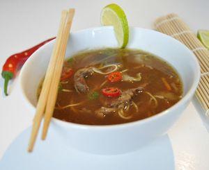 Asiatisk suppe med biffkjøtt