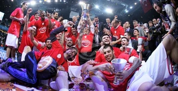 CSKA 61-62 Olympiacos. Final inesquecível com um último quarto para a história. Aos 28 minutos de jogo, os gregos perdiam por 19 pontos e venceram com um cesto de Printezis a 0.7s do fim do jogo. I love this game!