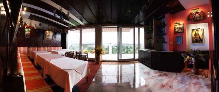Sala bankietowa w stylu hiszpańskim w hotelu w Bieczu.