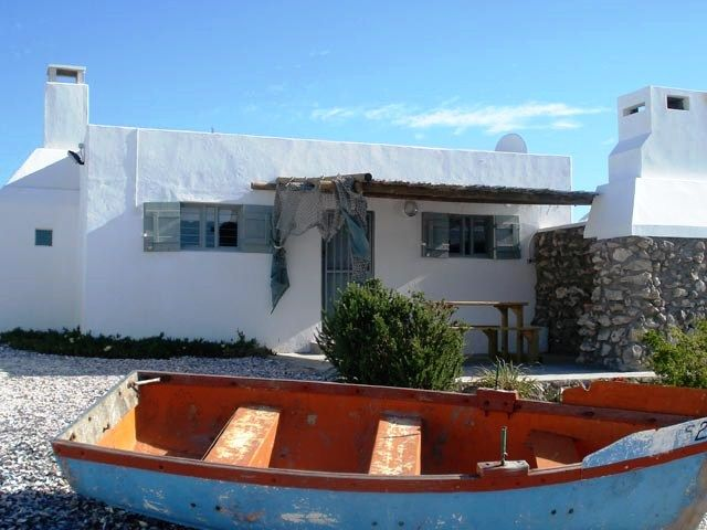 Bo-Bakkies Self-catering - Situated right on the stone ridge above the beach, Bo-Bakkies Self-catering cottages offer the best views in Paternoster.  These two old fishing cottages, with their thick original stone walls, were recently ... #weekendgetaways #paternoster #southafrica