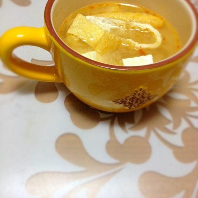 最近味噌汁にはまってます。シンプルに豆腐と油揚げ!隠し味は寒い冬にぴったり!豆板醤ですヽ(∀)ノ - 7件のもぐもぐ - 体があったまる!MISO SOUP by sssaaaaki