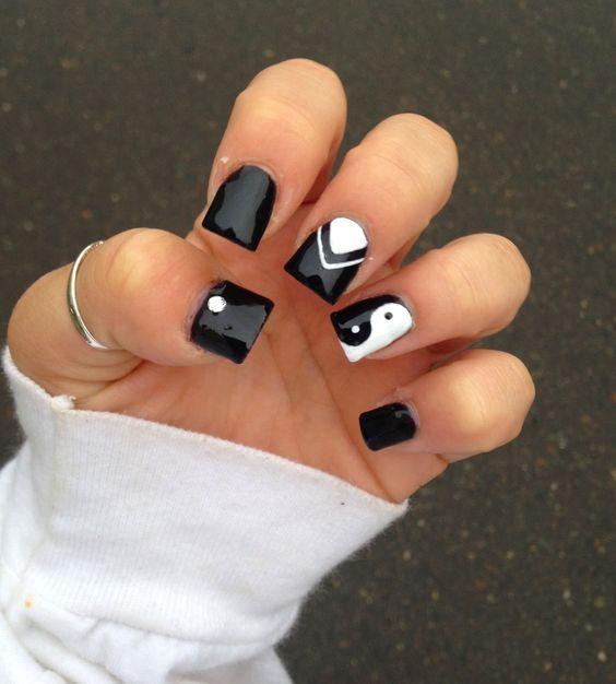 Ying and Yang nails gallery