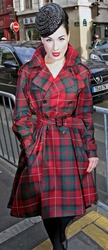 Dita Von Teese in tartan in Paris.  How can she always look so perfect?....réépinglé par Maurie Daboux .•*`*•. ❥