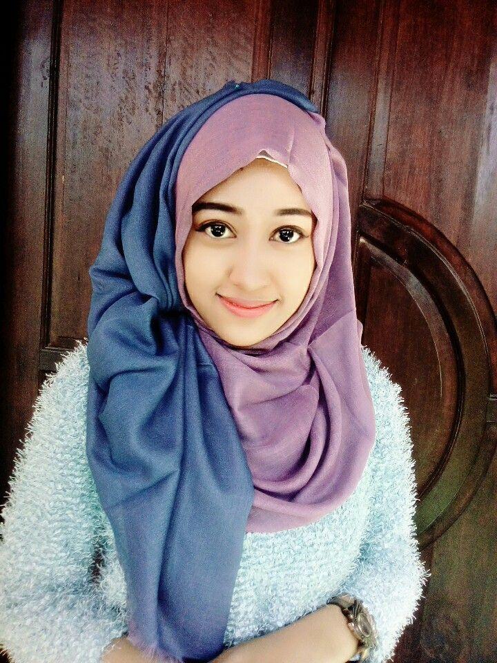 Viscose hijab Cantik dengan kerudung simple ini karena kerudung ini dua warna bolak balik..socute kan