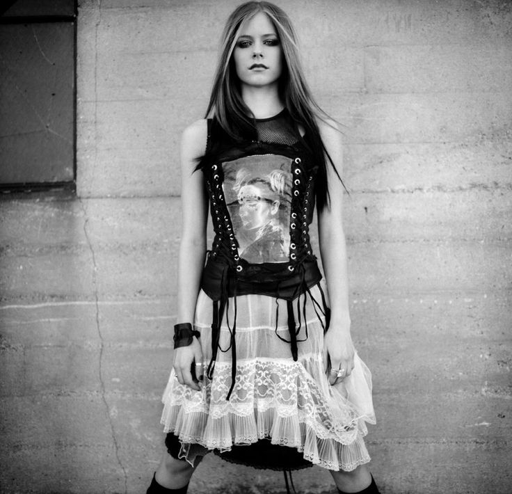 Avril Lavigne Photos   Pictures of Avril Lavigne   MTV